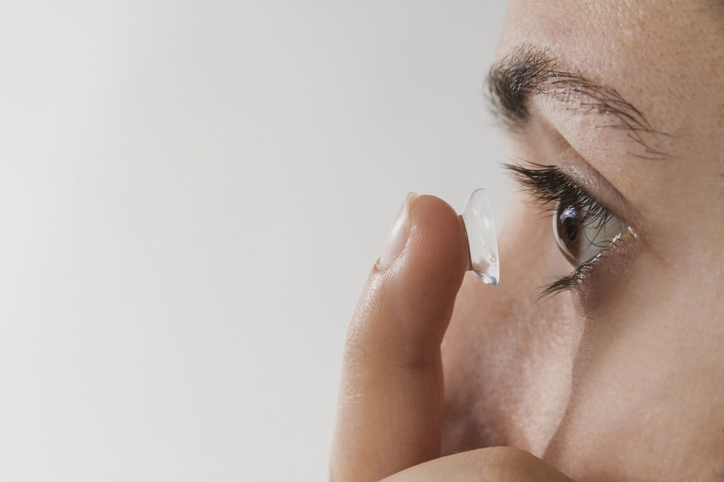 woman-putting-contact-lens-eye